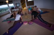 Make_it_Kenya_lunge-yoga